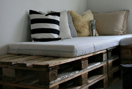 wood pallet uses - bed