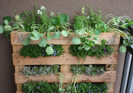 10 More Ways to Recycle Wood Pallets around the House