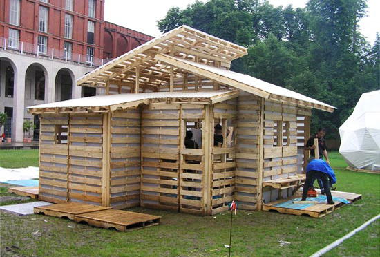 Structure using recycled pallets