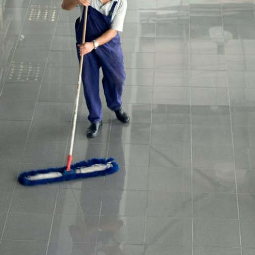 Warehouse Safety Tips: How to Use a Dust Mop